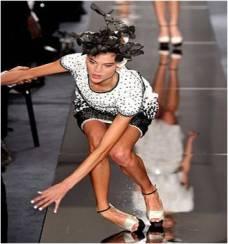 falls-off-high-heels-2